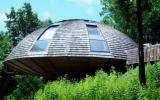 Дом в форме летающей тарелки (House Shaped Like a Flying Saucer) в США.