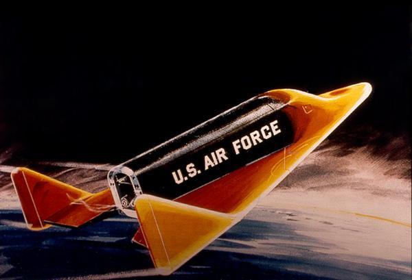 Разрабатывавшийся, но не летавший пилотируемый спускаемый аппараткрылатый одноместный СА «Дайна-Сор» (США, 1957-63).
