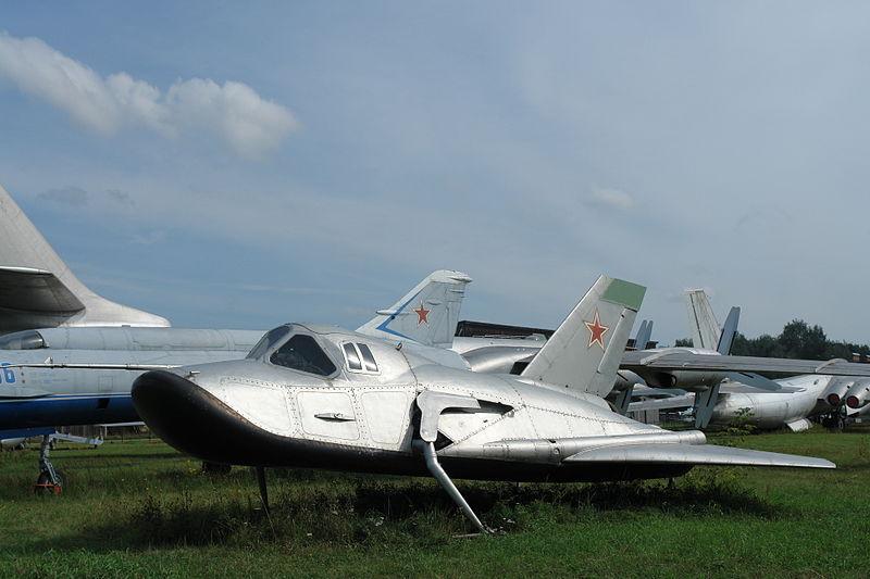 Разрабатывавшийся, но не летавший пилотируемый спускаемый аппарат крылатый одноместный СА «Спираль» (СССР, 1966—78).