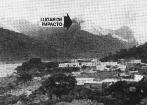 Фотография горы Эль-Тайре.Место крушения отмечено стрелкой.(автор: Hesemann)