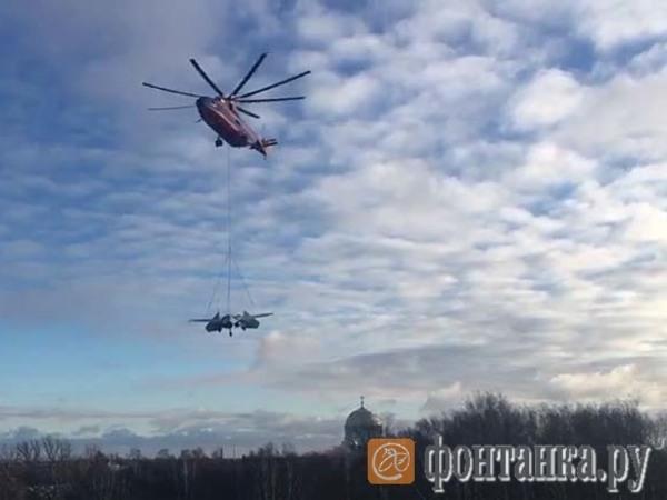 Вертолет Ми-26 на подвесе доставил в Кронштадт 15-тонный многоцелевой всепогодный истребитель Су-27  27 Ноября 2018 вертолет стартовал с аэродрома Пушкин, его путь составил около 60 километров.