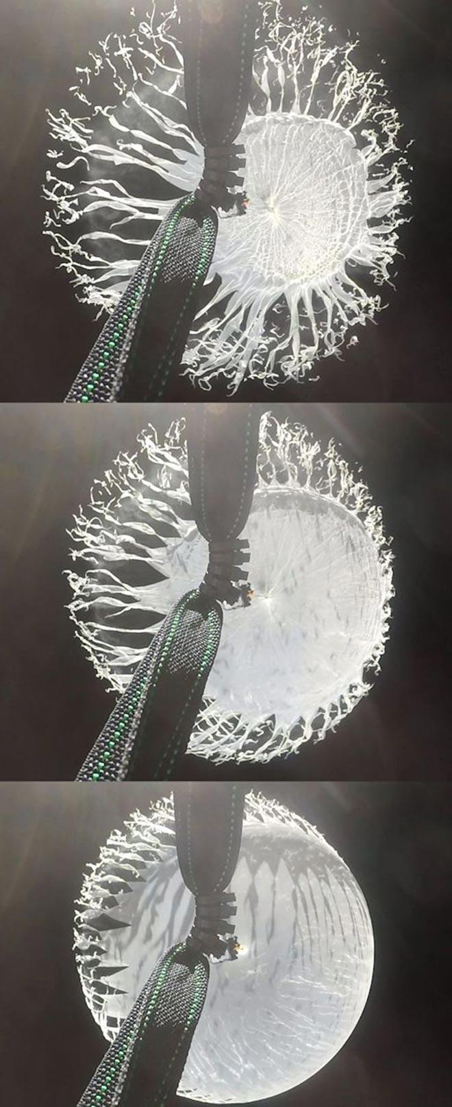 Высокоскоростная камера, расположенная в верхней части полезной нагрузки, сделала несколько интересных снимков момента, когда шар лопнул. Эти снимки иллюстрируют новую информацию об этих шарах.