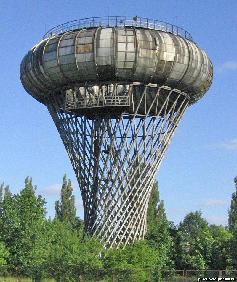 Ciechanow Water Tower(Цехановская водонапорная башня) является одной изсамых необычныхбашен мира, которая находится в Польше и представляет собой гиперболоидную конструкцию, способную выдерживать огромные нагрузки. Водонапорная башня была построена в 1972 году под руководством архитектора Ежи Богуславски.