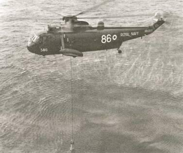 """Вертолёт """"Си Кинг"""" английских ВМС с опущенной ОГАС"""