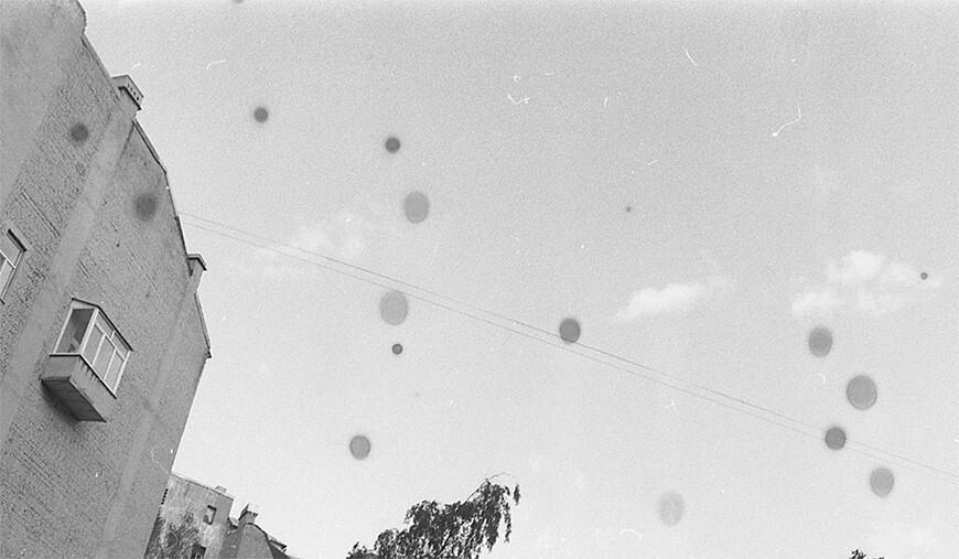 Пузырьки воздуха, присутствовавшие при проявке пленки,воздуха препядствующие доступу проявителя к пленке