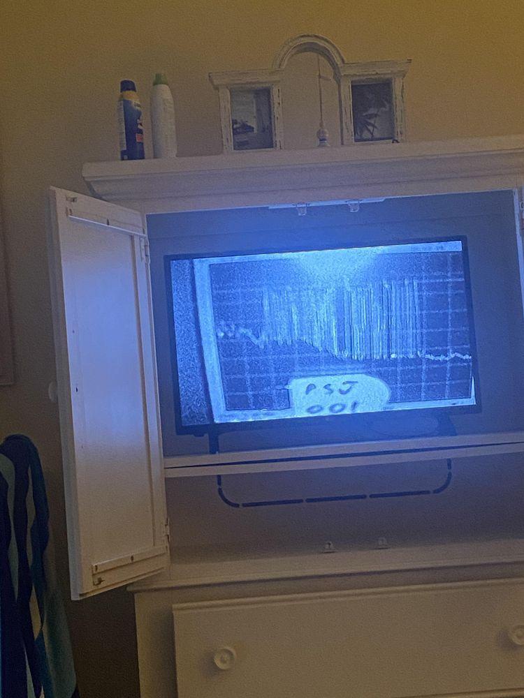 Это грубо реализованный монитор сигналов. Техник настраивается на этот канал, чтобы взглянуть на уровни сигналов из разных домов, чтобы узнать, у кого есть проблемы с сигналом.