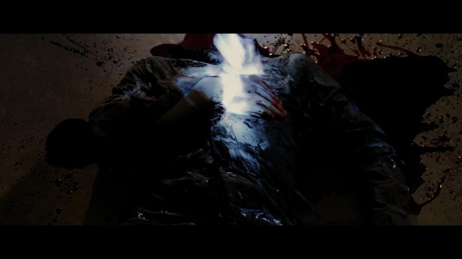 Тело оборотня воспламеняется после смерти