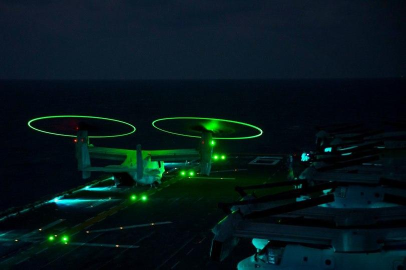 MV-22B Osprey КМП США взлетает с УДК USS Bonhomme Richard (LHD-6)