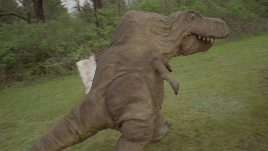 Священник в облике динозавра